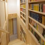 竣工写真_階段本棚:埼玉県坂戸市の建築写真